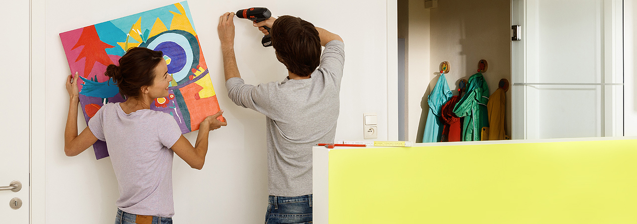 einen k chenschrank aufh ngen. Black Bedroom Furniture Sets. Home Design Ideas